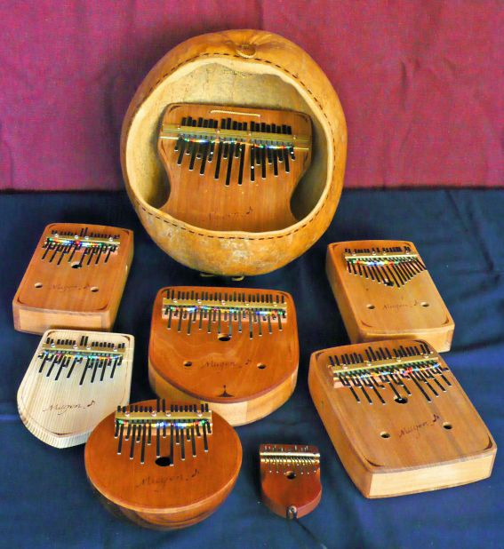 半音 カリンバ 半音階も演奏できる特許済みの「ピアノ型カリンバ」で初心者でも演奏が楽しめる!
